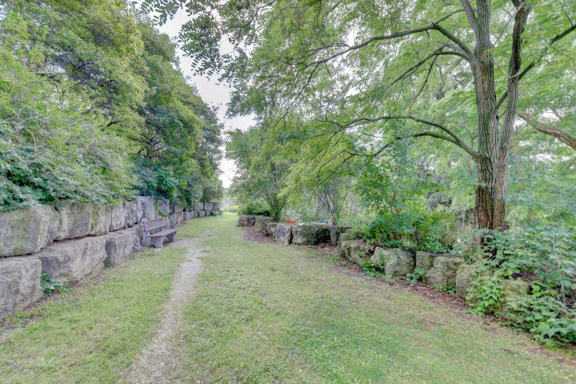 Paths & Trails at 403 - 2511 Lakeshore Road West, Bronte West, Oakville