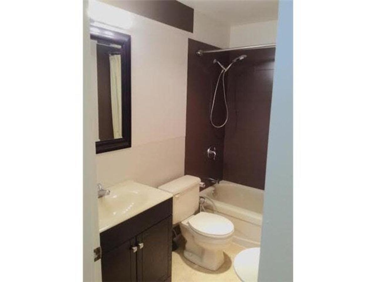 Bathroom at 414 - 1363 Clyde Avenue, Ambleside, West Vancouver