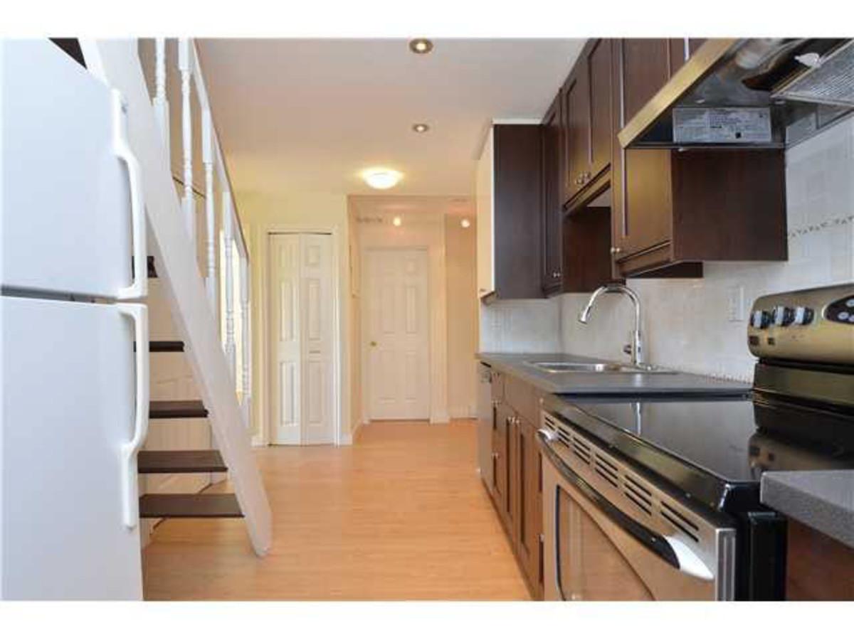 Kitchen at 414 - 1363 Clyde Avenue, Ambleside, West Vancouver
