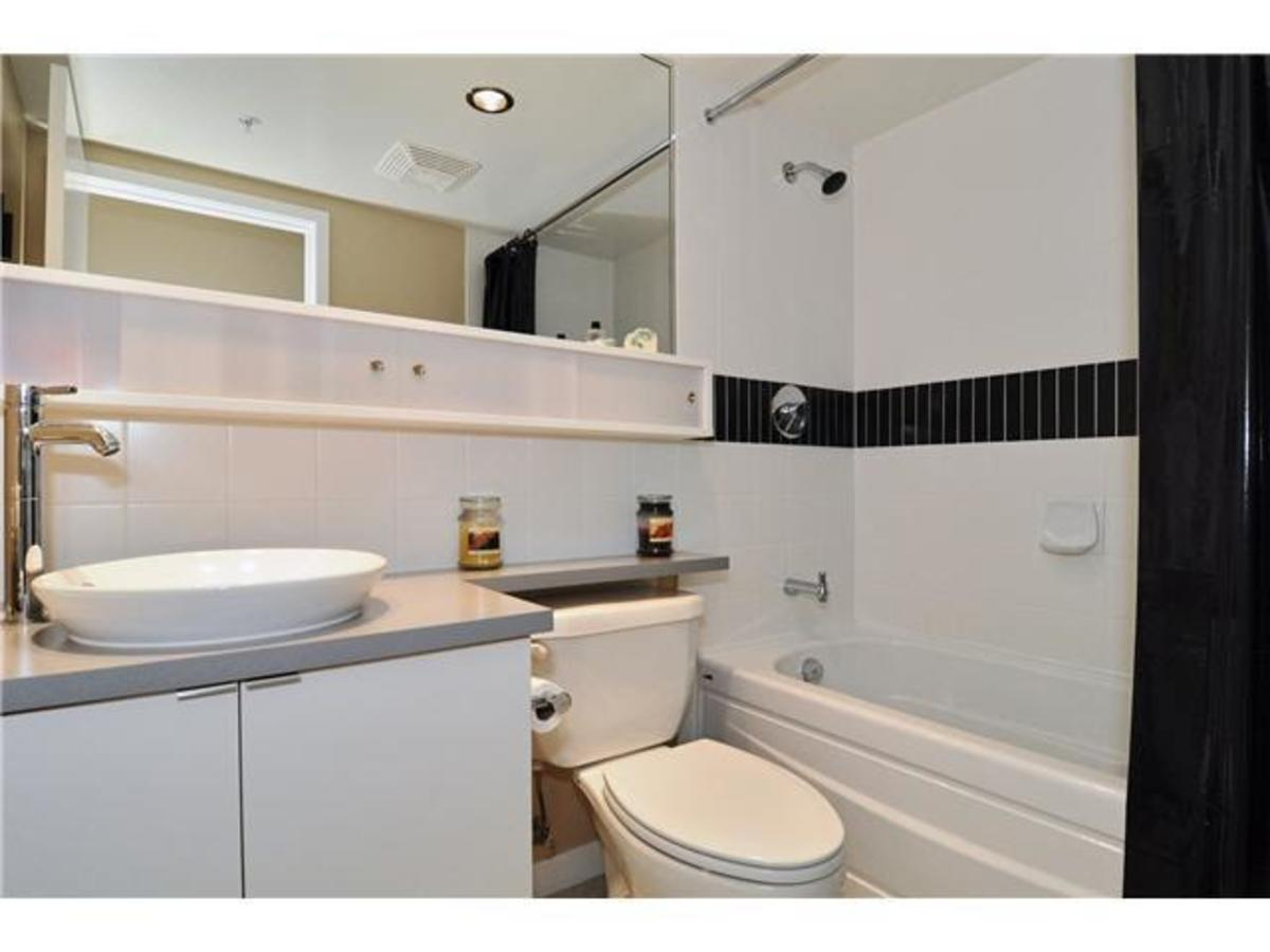 Bath at 2302 - 928 Beatty Street, Yaletown, Vancouver West