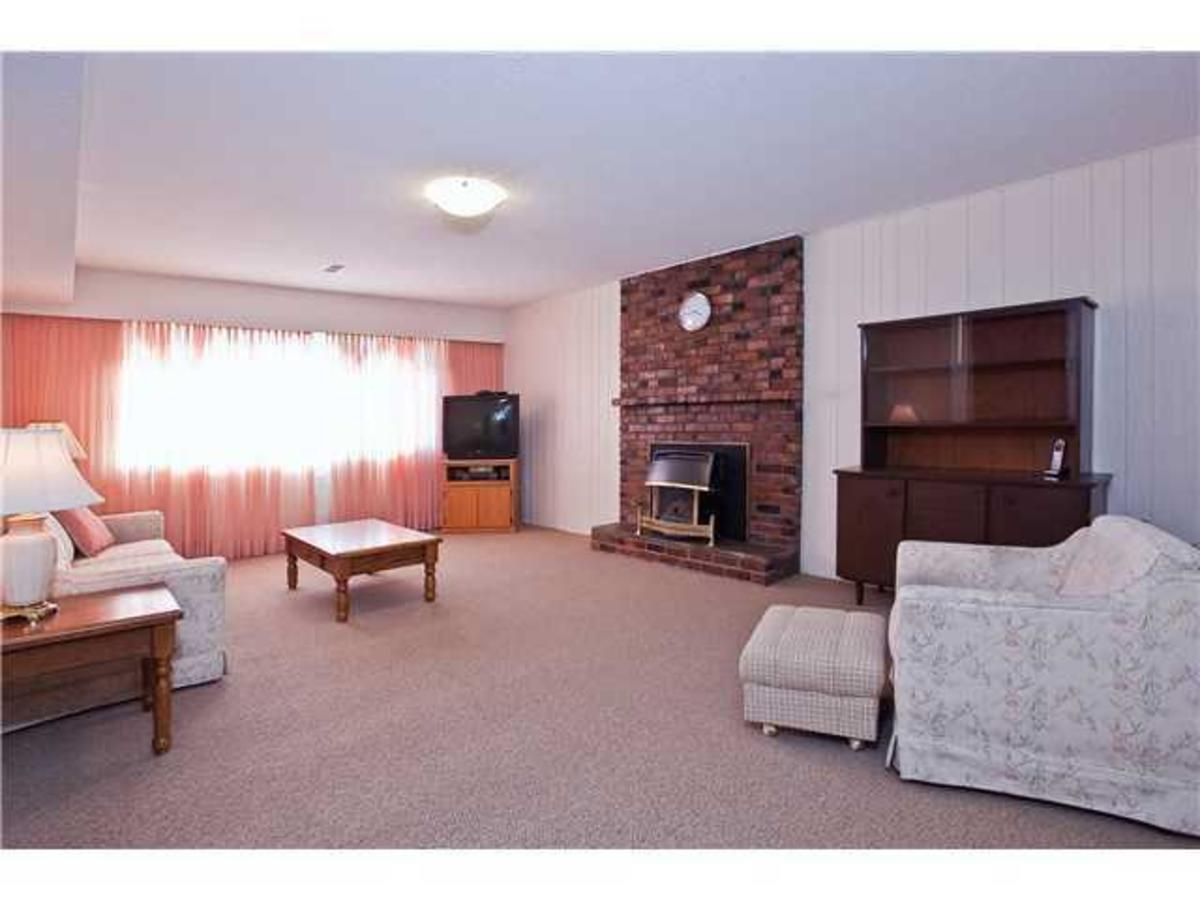 Living room at 528 W 25th Street, Upper Lonsdale, North Vancouver
