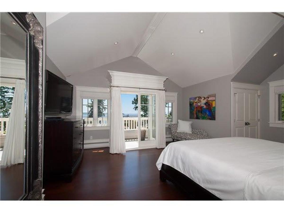 Master Bed at 4075 Rose Crescent, Sandy Cove, West Vancouver