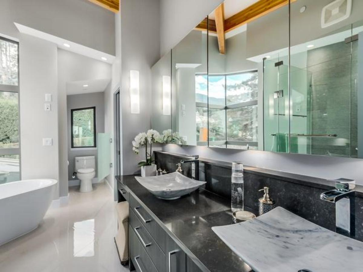5 at 2292 Mathers Avenue, Dundarave, West Vancouver