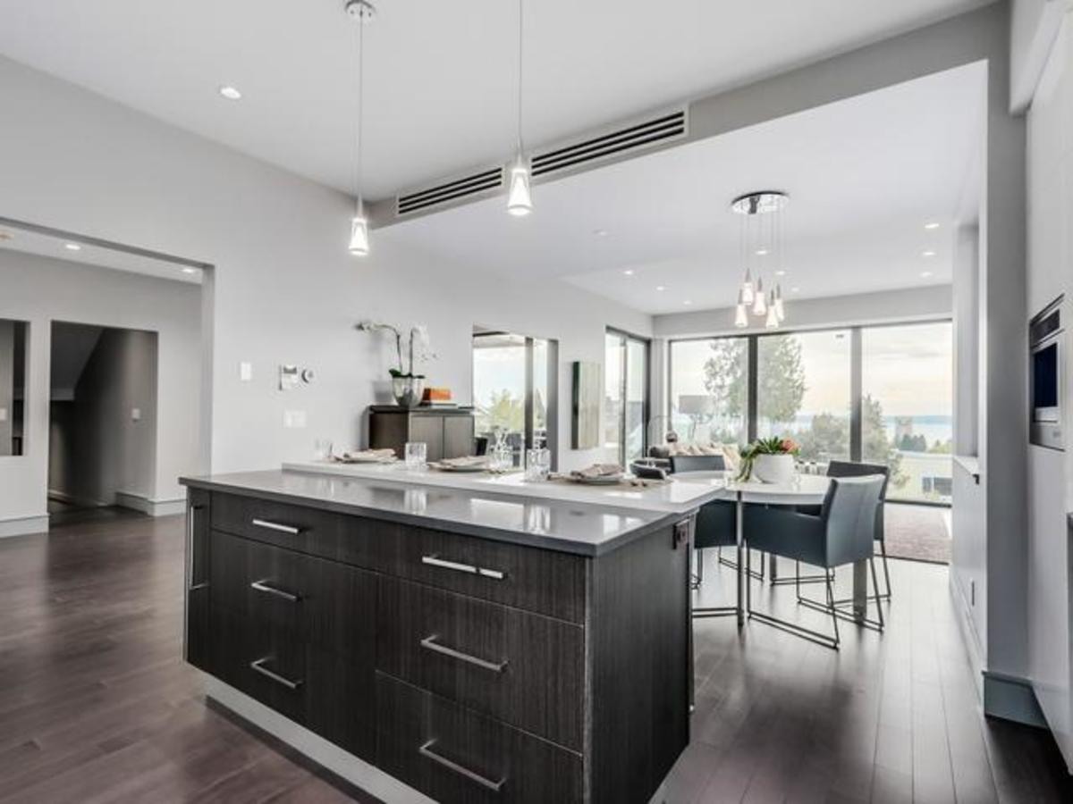 8 at 2292 Mathers Avenue, Dundarave, West Vancouver