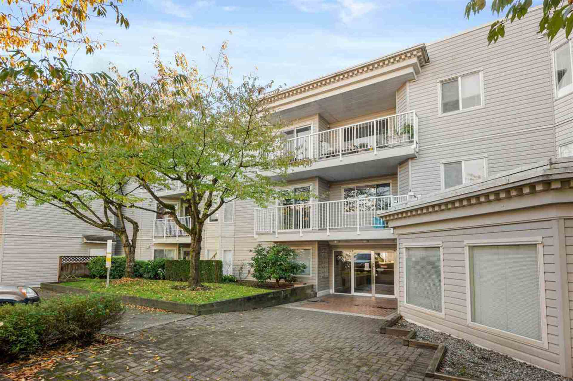 305 - 9940 151 Street, Guildford, North Surrey