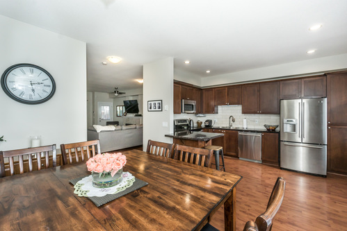 37301_16 at 21 - 193 6852, Clayton, Cloverdale