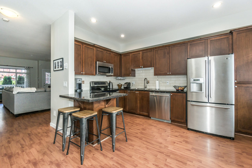 37301_17 at 21 - 193 6852, Clayton, Cloverdale