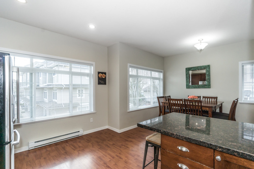 37301_21 at 21 - 193 6852, Clayton, Cloverdale