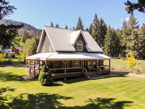 capulet-properties_otter-lake-living-cottage-and-coach-house-01 at Otter Lake Living -  Cottage And Coach House,