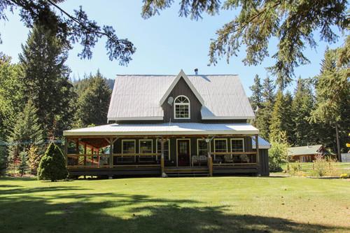 capulet-properties_otter-lake-living-cottage-and-coach-house-04 at Otter Lake Living -  Cottage And Coach House,