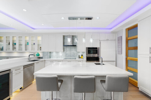 8-kitchen-island at 14723 -  Upper Roper White Rock,