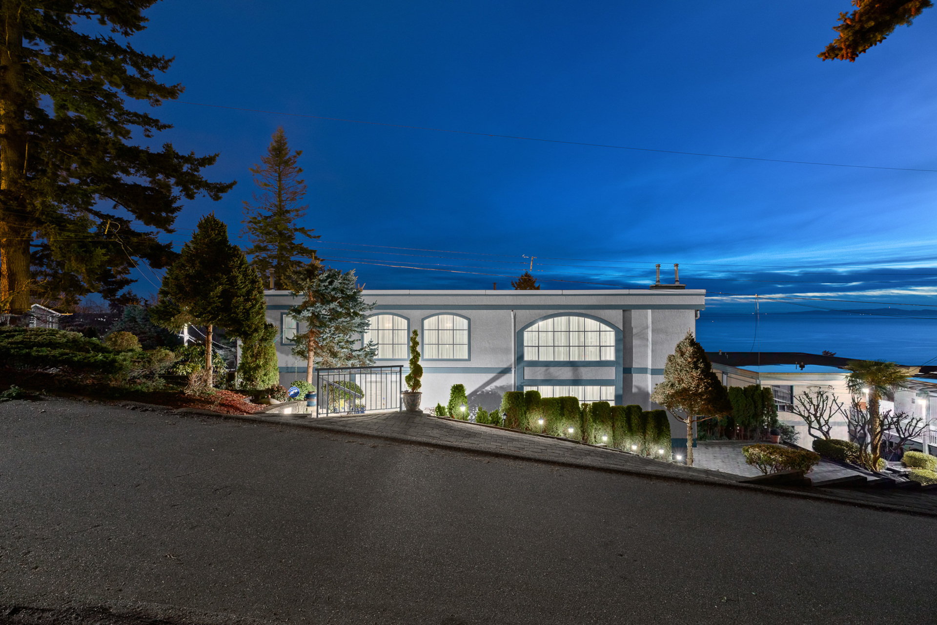 1289 Everall Street White Rock,