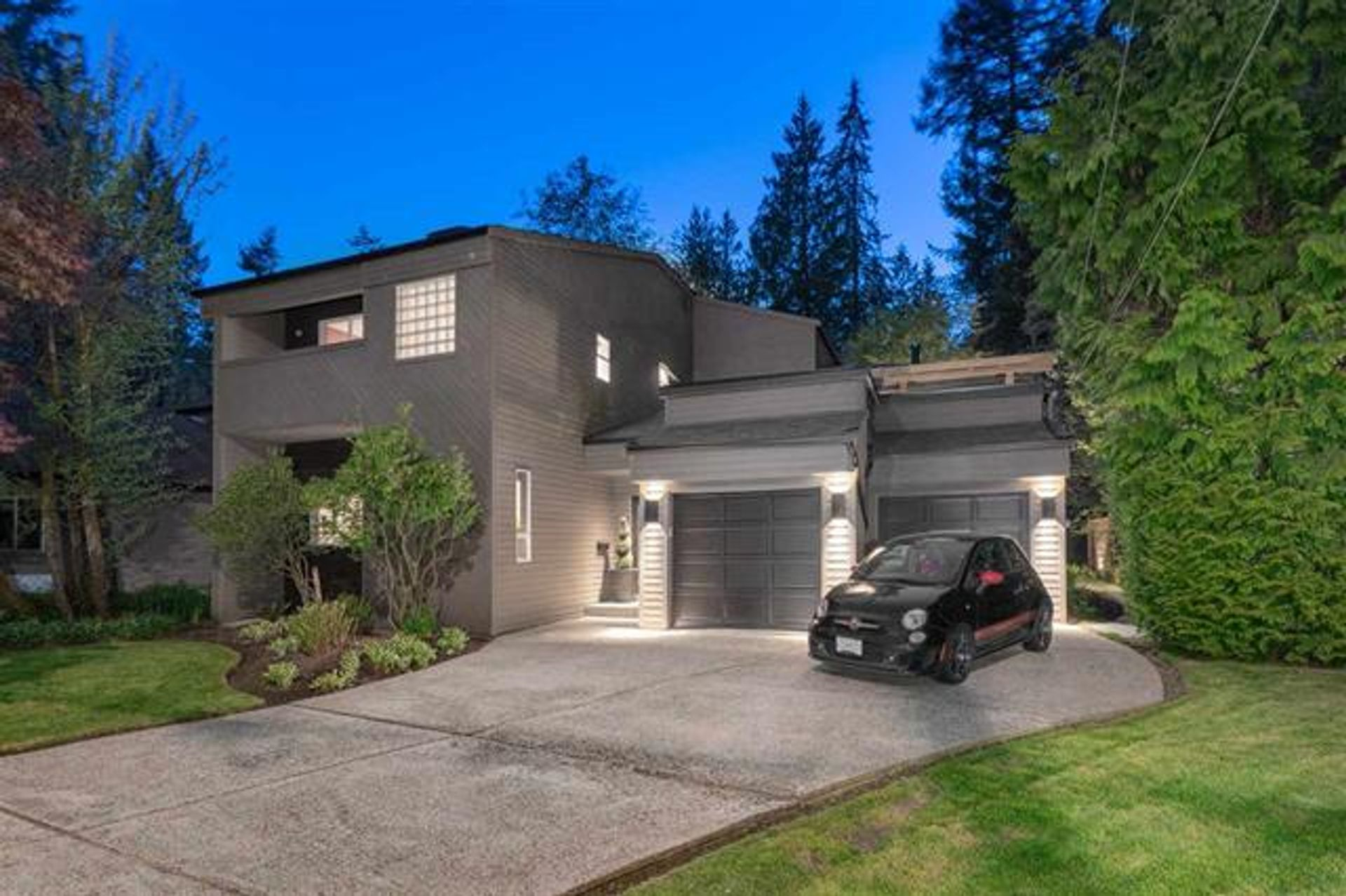 3633 Robinson Road, Lynn Valley, North Vancouver photo number 1