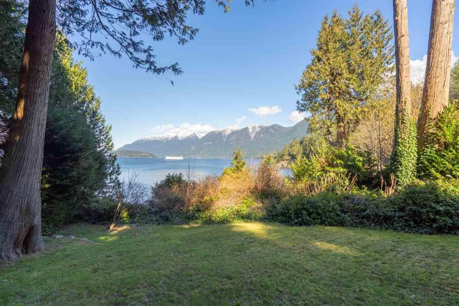 7185 Cliff Road, Whytecliff, West Vancouver photo number 1