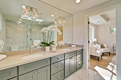 master bathroom at 471 Pepper Avenue, Ventura, Palo Alto