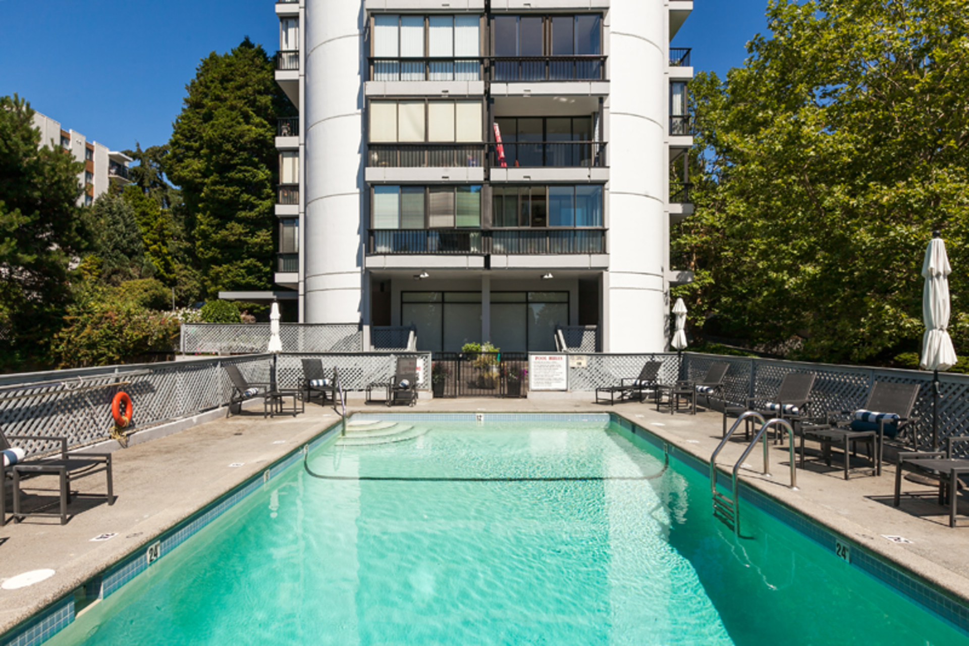 102 - 650 16th Street, Ambleside, West Vancouver