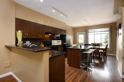 kitchen-breakfast-bar at 75 - 19455 65 Avenue, Clayton, Cloverdale