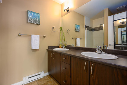 master-bathroom at 75 - 19455 65 Avenue, Clayton, Cloverdale