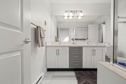 Full Bathroom at 15 - 16233 83 Ave, Fleetwood Tynehead, Surrey