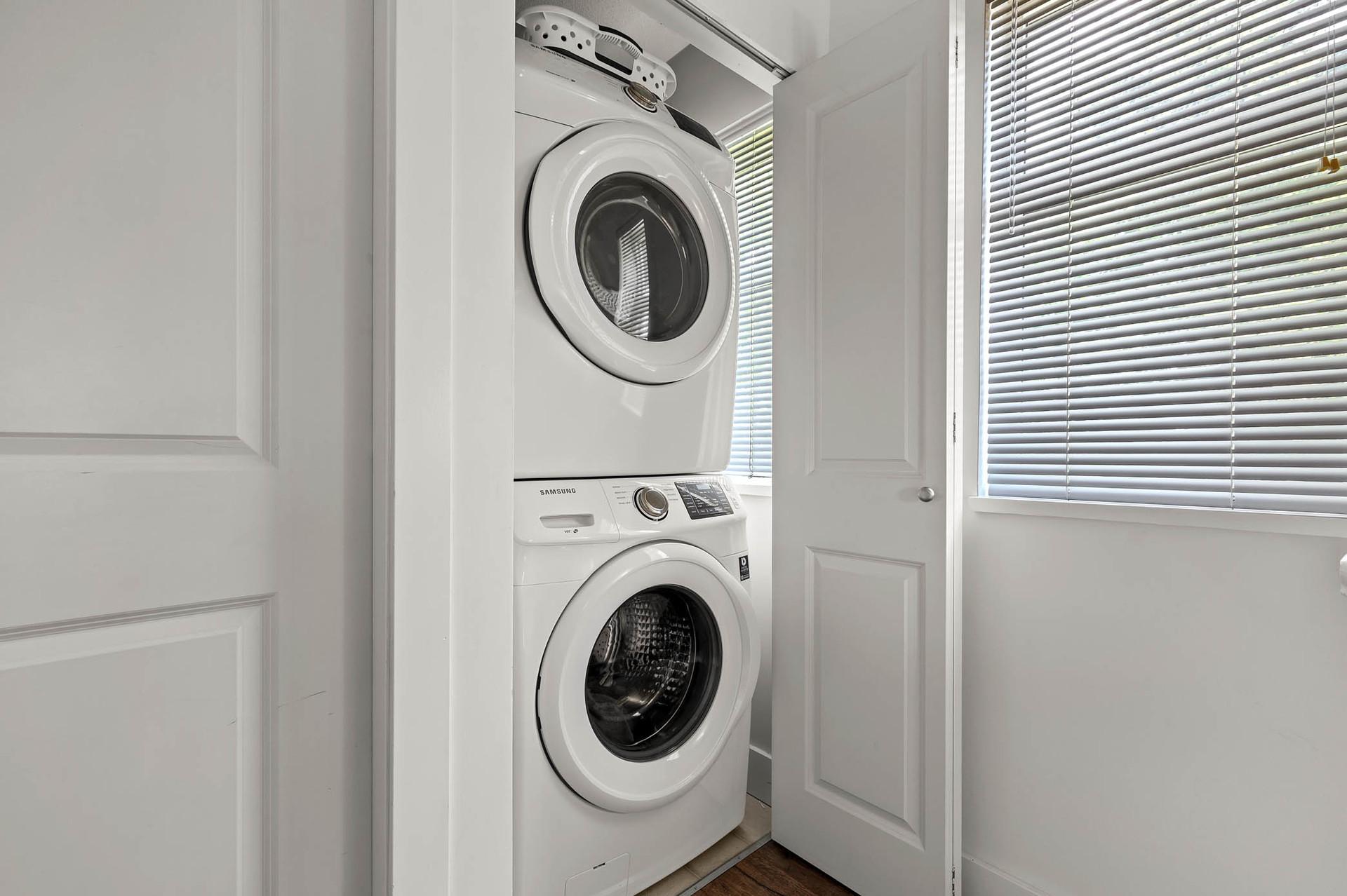 Laundry at 15 - 16233 83 Ave, Fleetwood Tynehead, Surrey