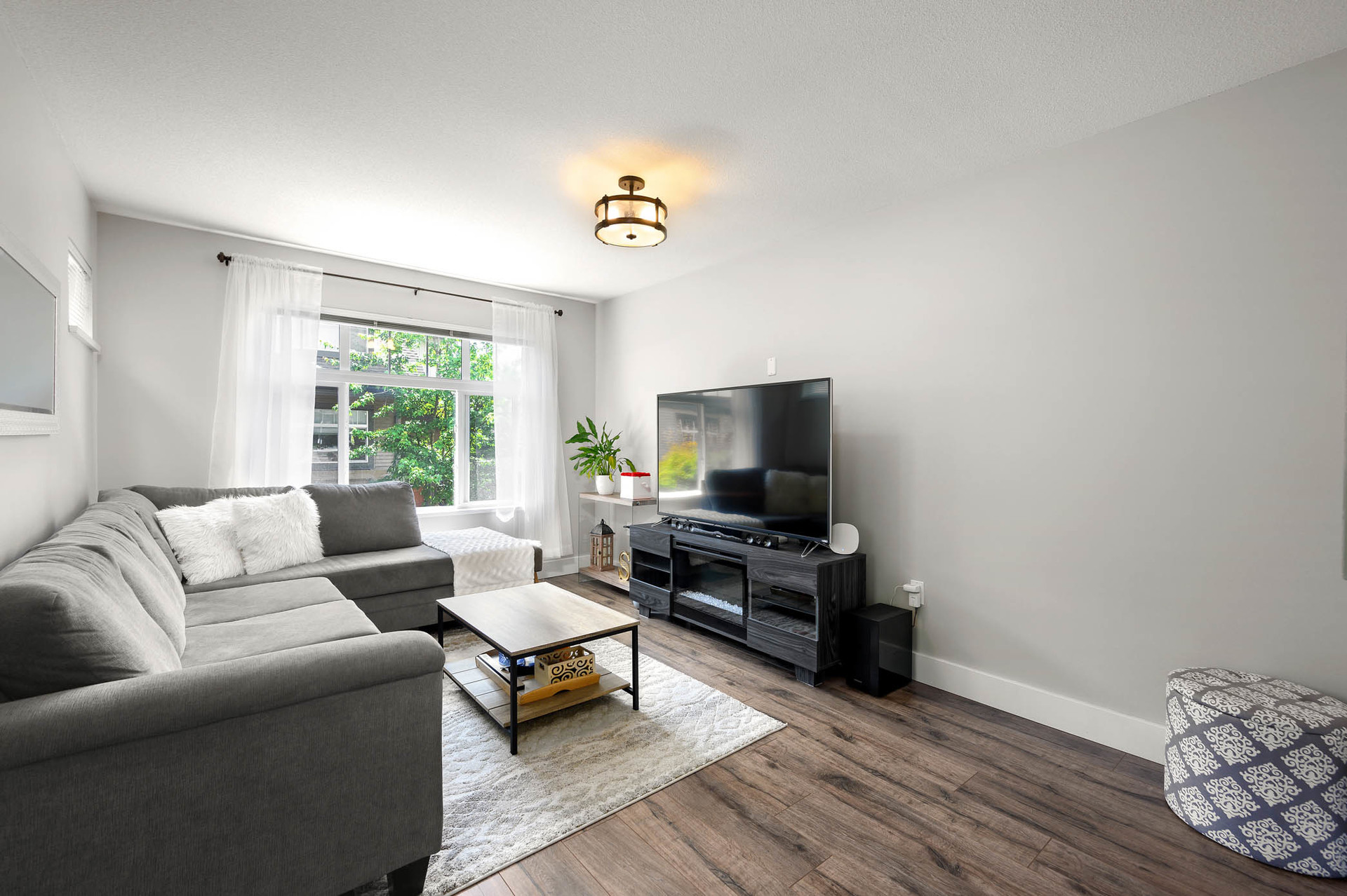 Family Room at 15 - 16233 83 Ave, Fleetwood Tynehead, Surrey