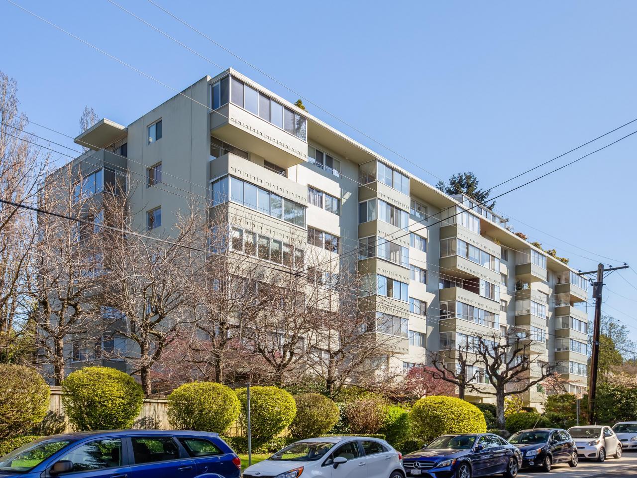 304 - 1425 Esquimalt Avenue, Ambleside, West Vancouver