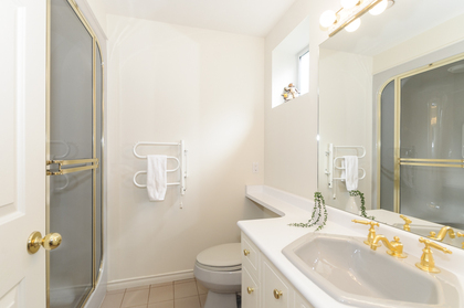 Full bath at 1178 West 42nd Avenue, South Granville, Vancouver West