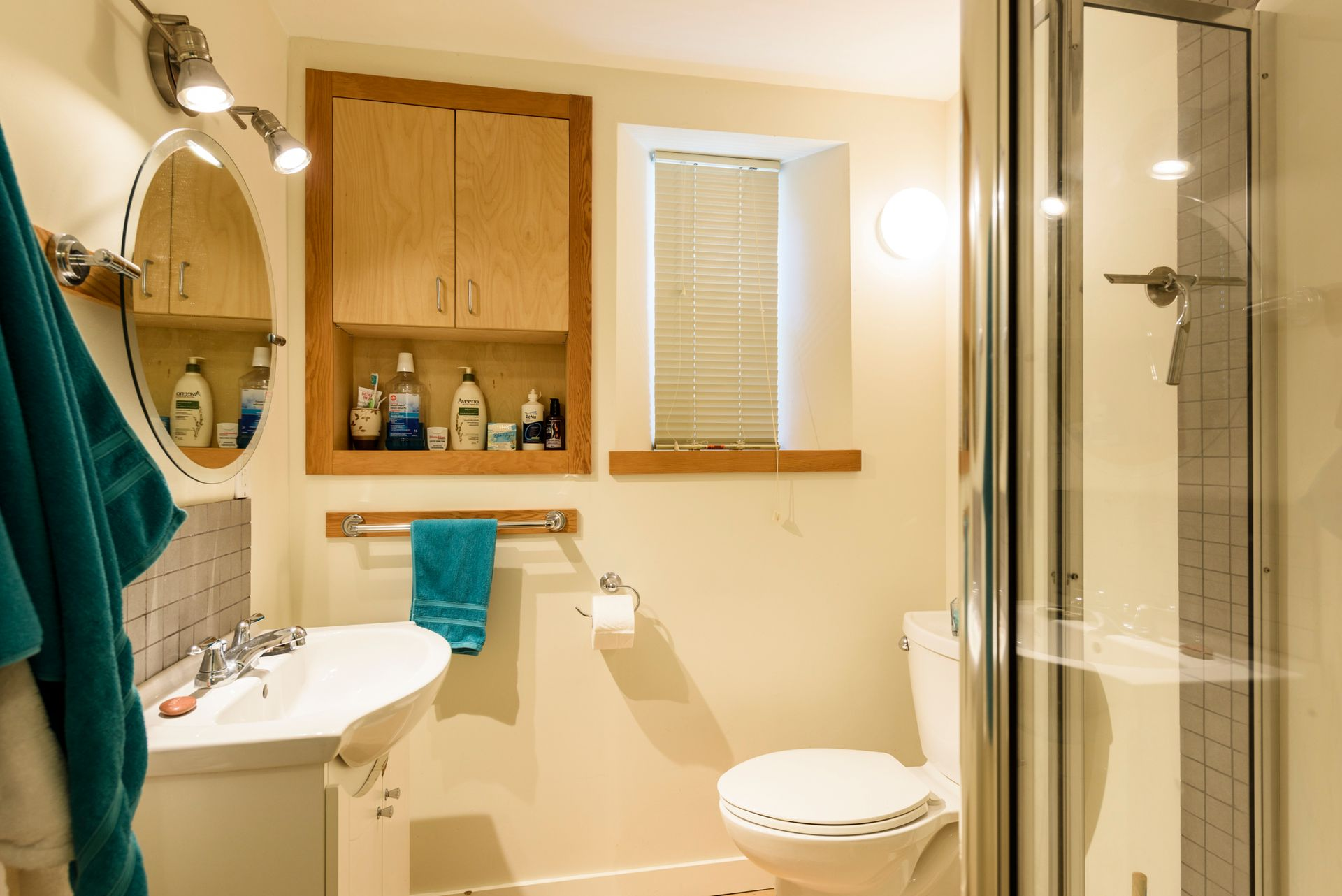 Suite bathroom at 865 West 18th Avenue, Cambie, Vancouver West