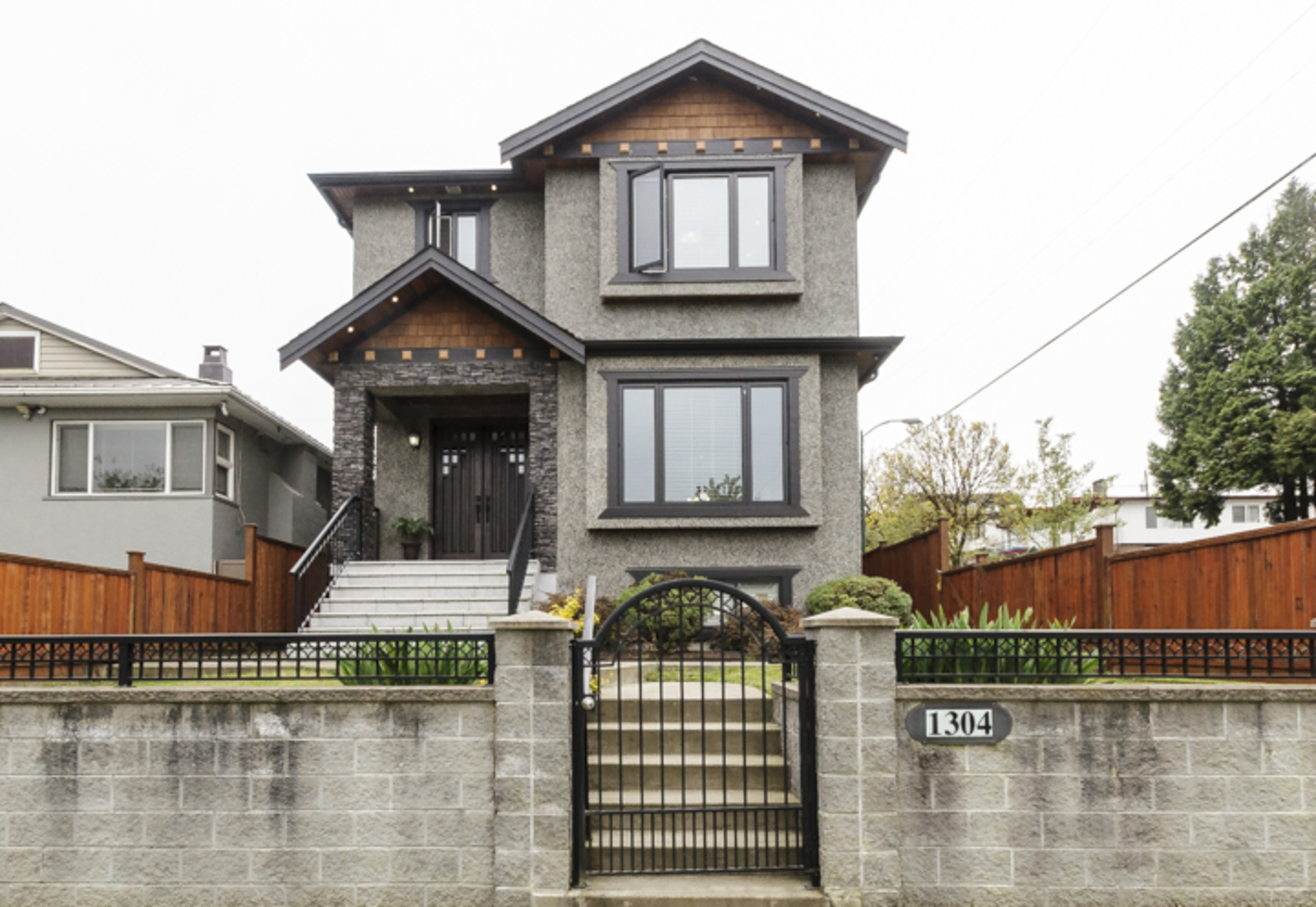 at 1304 E 35th Avenue, Knight, Vancouver East