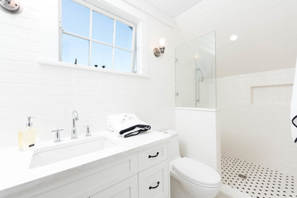 Main Bath at 2819 West 7th Avenue, Kitsilano, Vancouver West