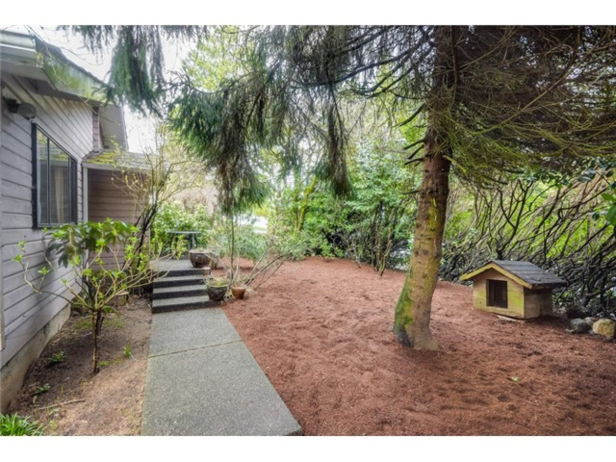 1298 Wellington Drive, Lynn Valley, North Vancouver 2