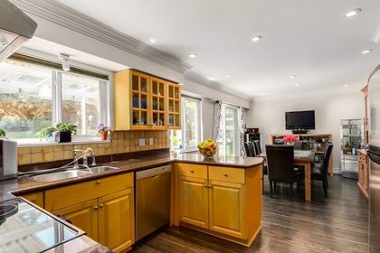 mini12 at 1127 Carnaby Place, Blueridge NV, North Vancouver