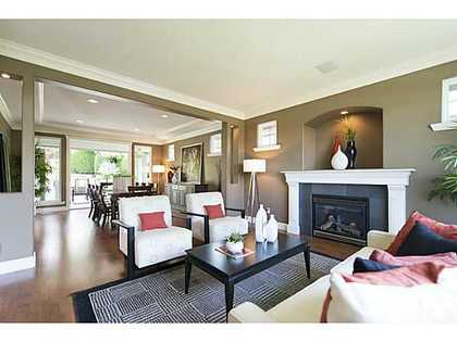 V1069330_401_19 at 920 Beaumont, Edgemont, North Vancouver