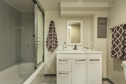 Bath - Down 24 at 438 E 17th Street, Central Lonsdale, North Vancouver