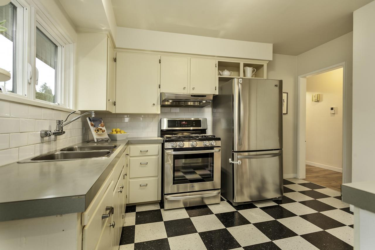 Kitchen 16 at 438 E 17th Street, Central Lonsdale, North Vancouver