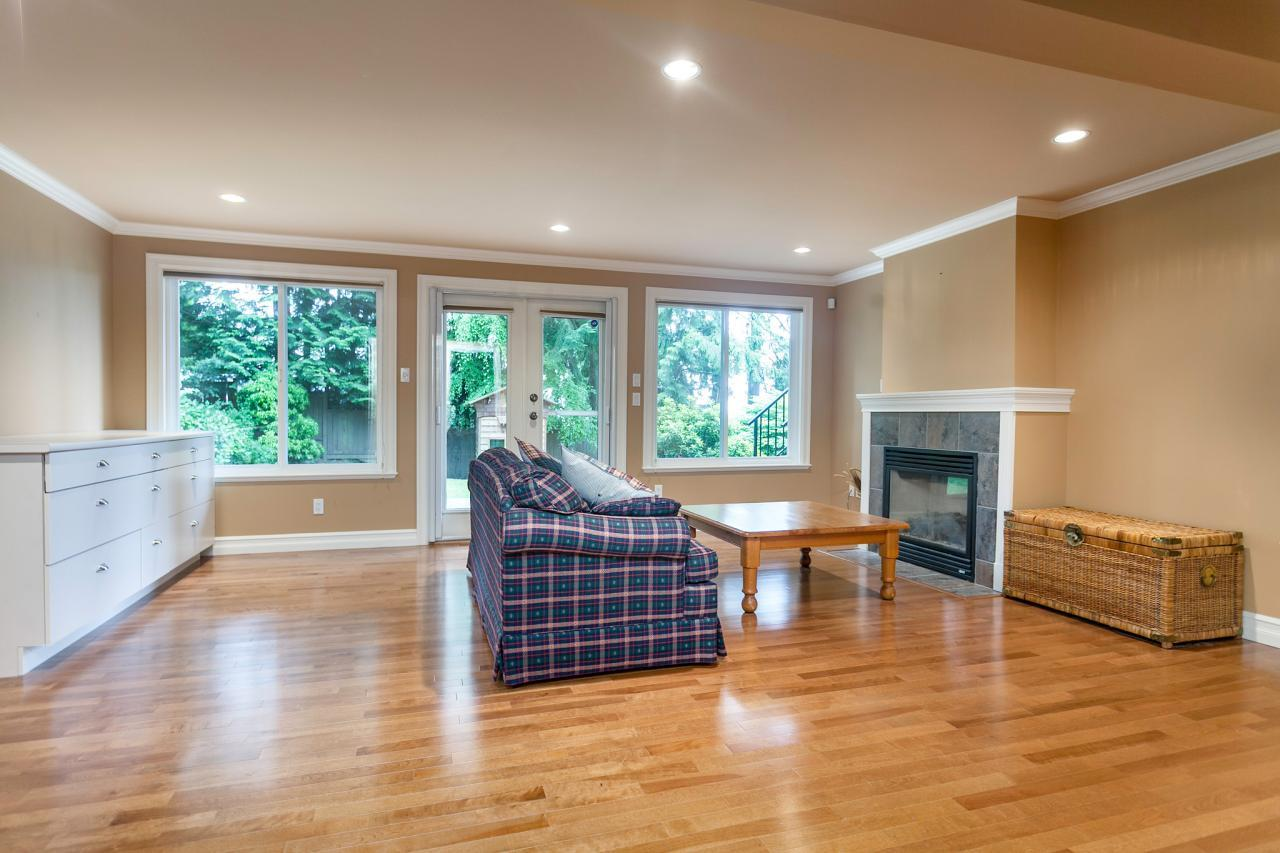 18 at 715 Crystal Court, Canyon Heights NV, North Vancouver
