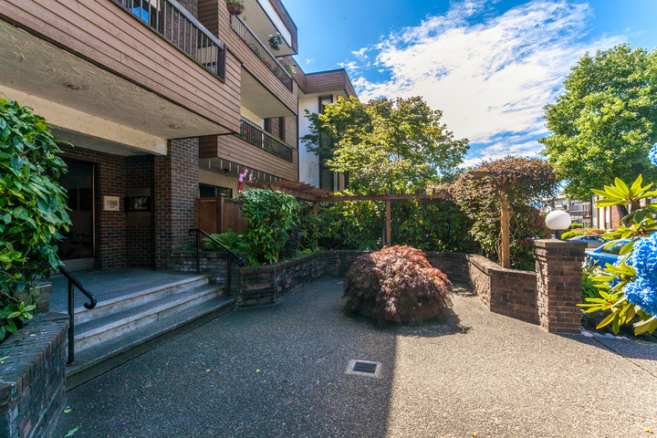 colin-25 at 202 - 141 E 18 Street, Central Lonsdale, North Vancouver