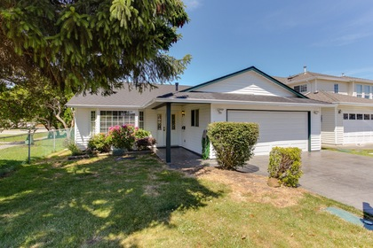 100 at 5915 49 Avenue, Hawthorne, Ladner