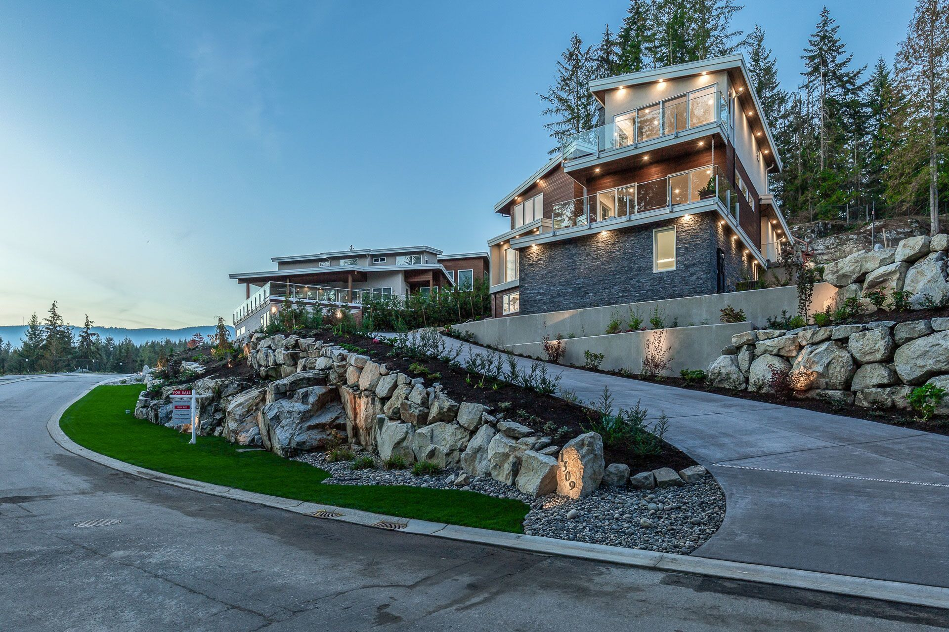 2vtts8bw at 1509 Crystal Creek Drive, Anmore, Port Moody