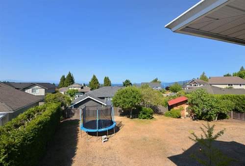 5049-bay-road-sechelt-district-sunshine-coast-10 at 5049 Bay Road, Sechelt District, Sunshine Coast