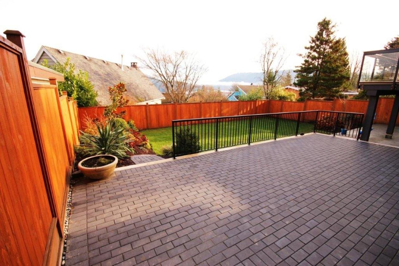 yard at 470 Felton Road, North Vancouver