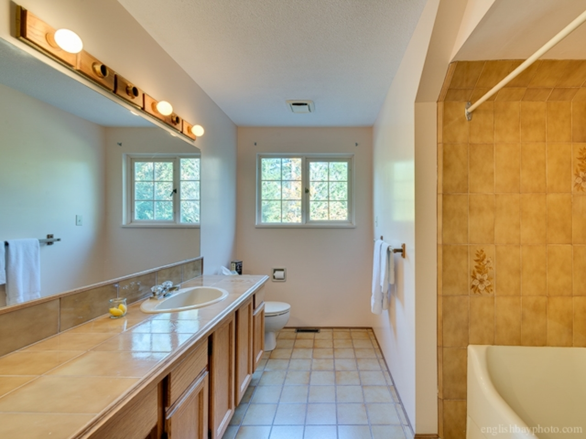 Bathroom at 5179 Headland Drive, Upper Caulfeild, West Vancouver