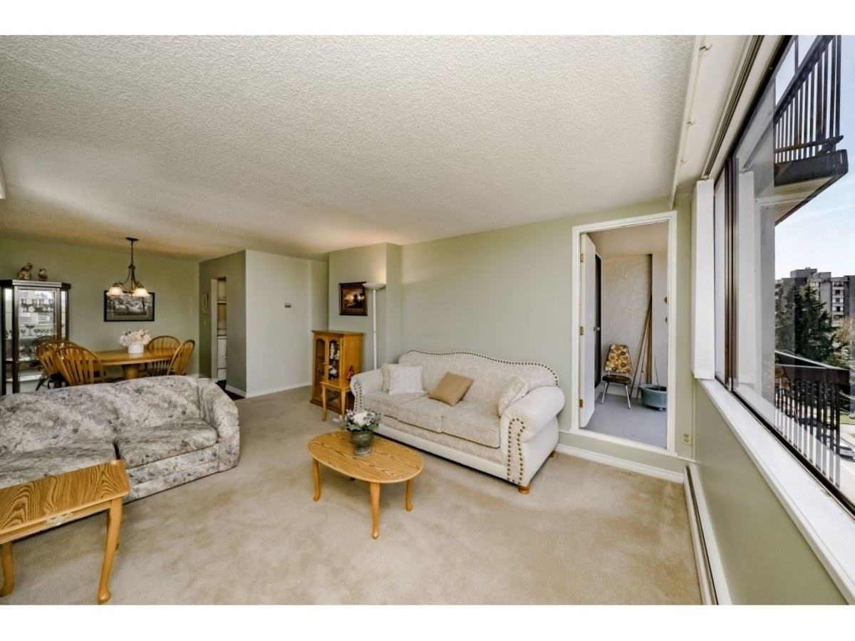 Big Living Room Corner Unit at 803 - 620 Seventh Avenue, Uptown NW, New Westminster