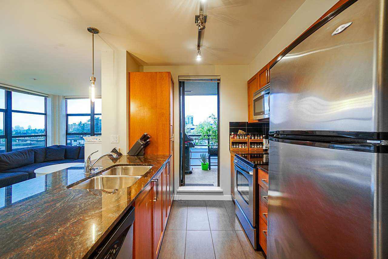 Stainless steel appliances and direct access to covered deck at 501 - 306 Sixth Street, Uptown NW, New Westminster