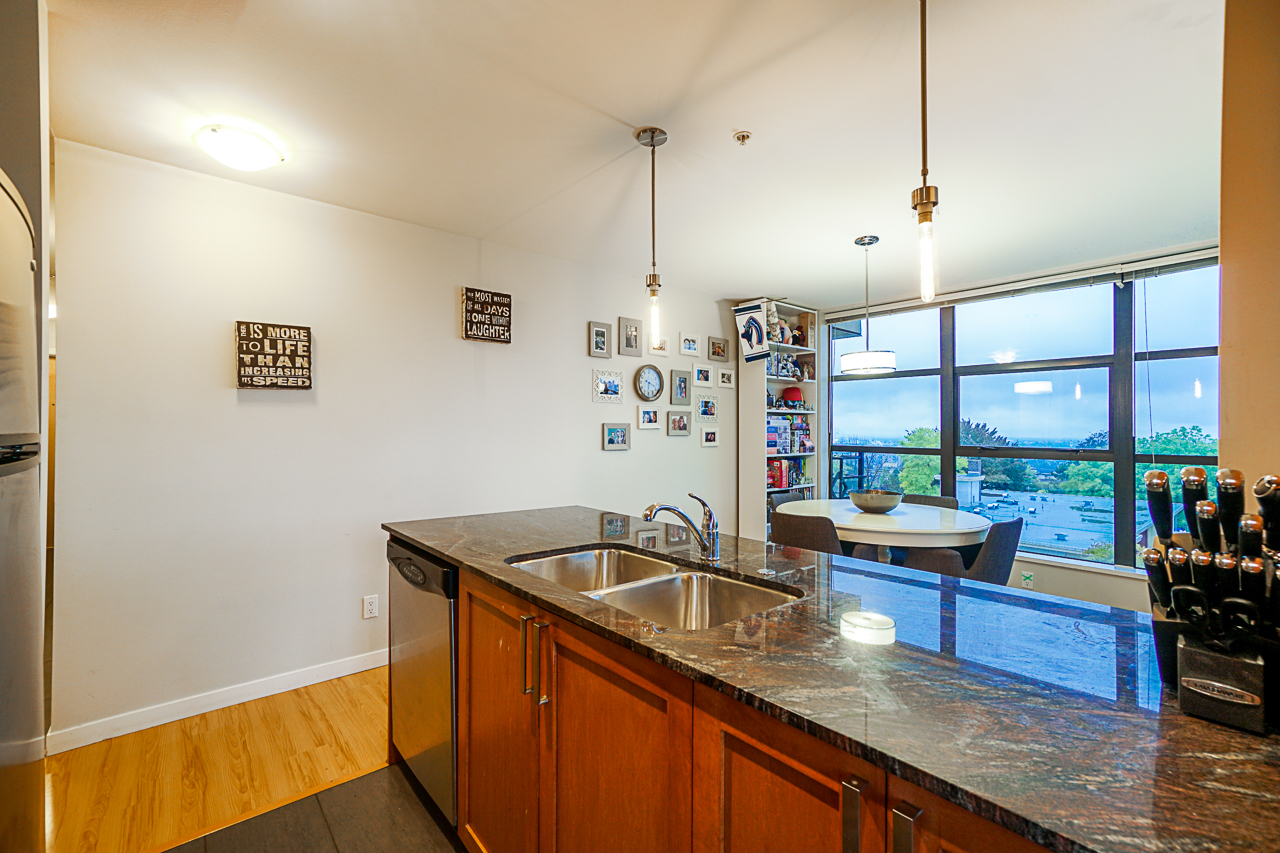 Kitchen breakfast bar-fantastic move in condition at 501 - 306 Sixth Street, Uptown NW, New Westminster
