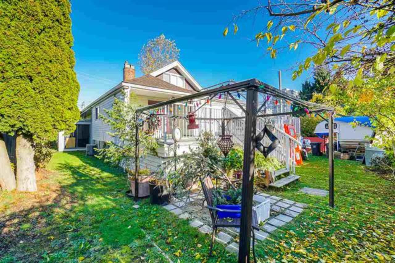 yard at 810 Eighth Street, New Westminster
