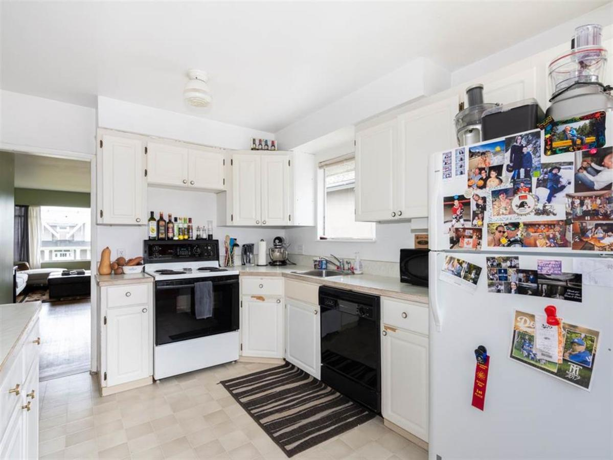 kitchen at 524 E 9th Street, Boulevard, North Vancouver