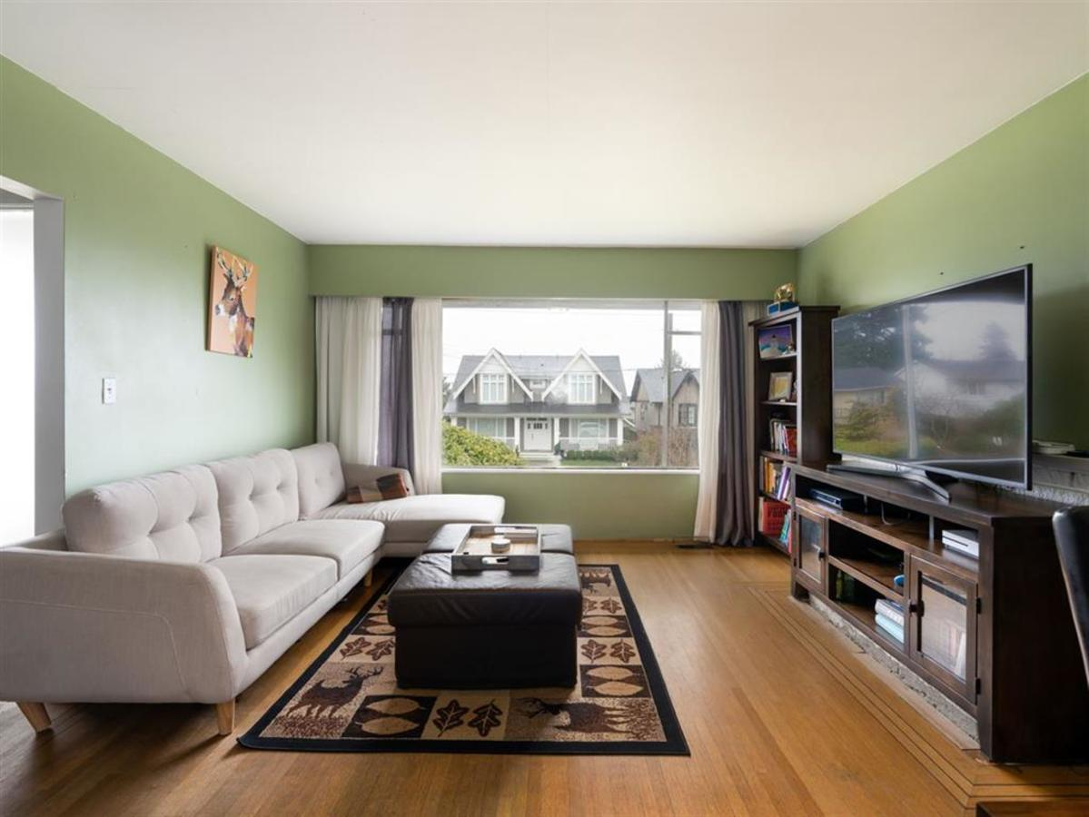 living-room at 524 E 9th Street, Boulevard, North Vancouver