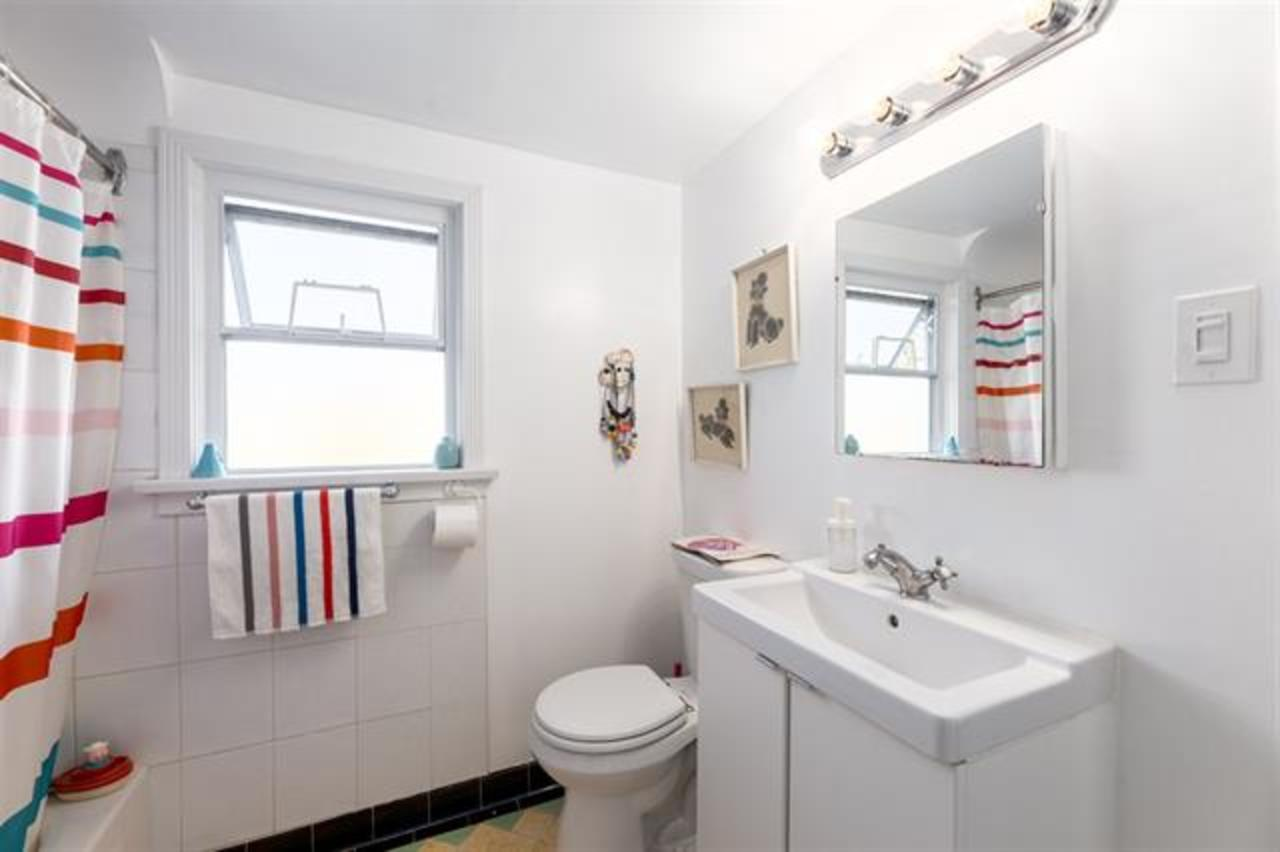 bathroom-en-suite at  1749 Grant Street, Grandview Woodland, Vancouver East