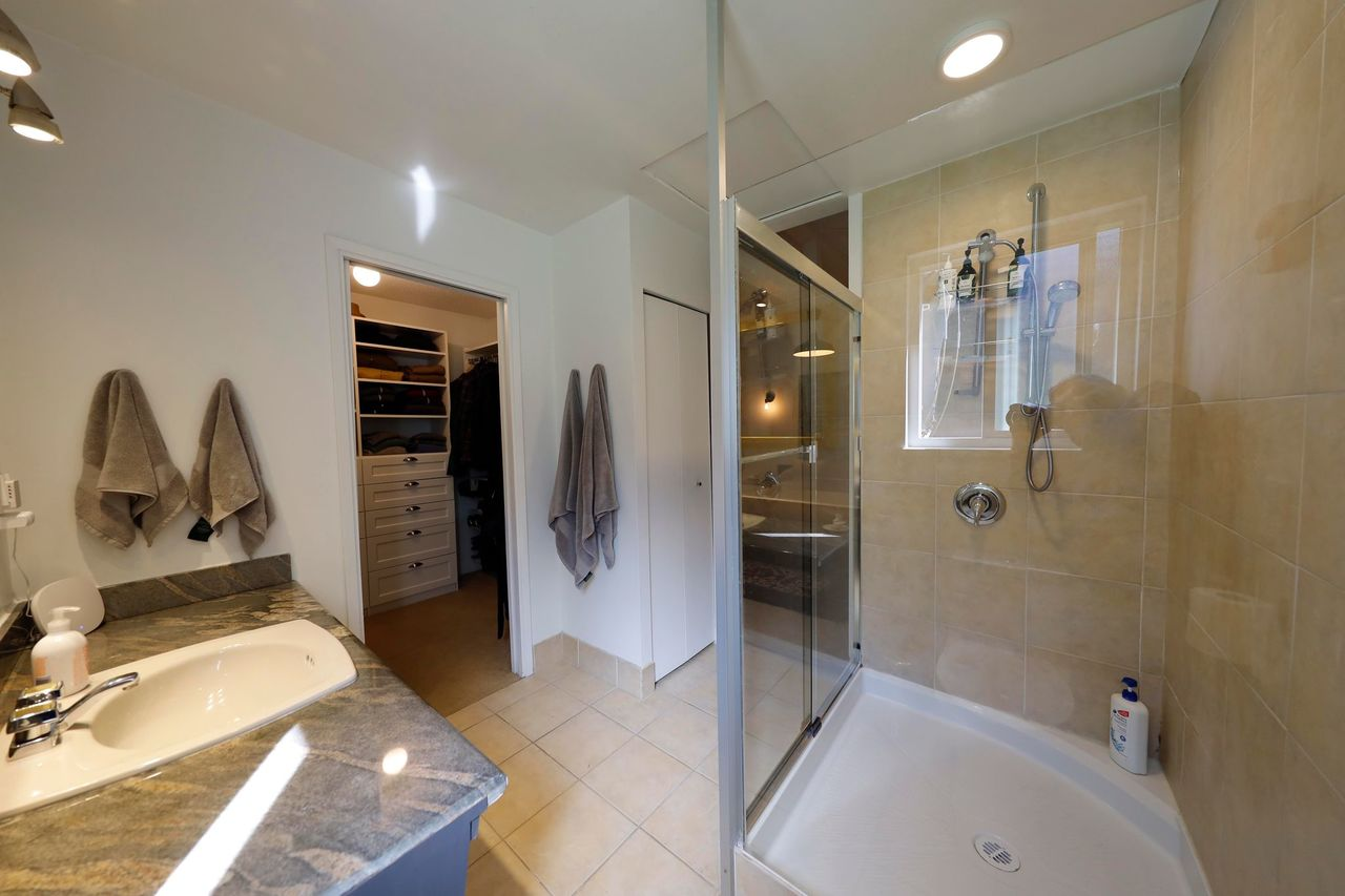 ensuite at 4719 Tourney Road, Lynn Valley, North Vancouver